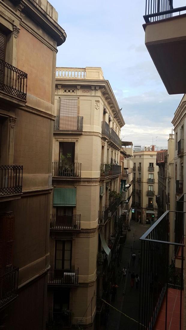 Belo mostra vista do quarto do hotel em Barcelona (Foto: Divulgação/R2 Assessoria)