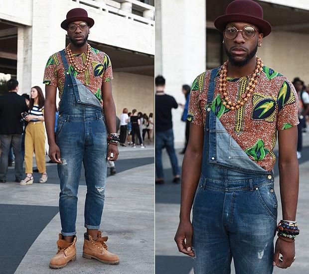 """Harrison Crite, stylist: """"Quis compor um visual despojado e, por isso, escolhi colocar uma blusa de estampa com colar e chapéu-coco"""" (Foto: Tiago Chediak / Marie Claire Online)"""