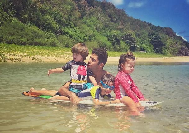 Pedro Scooby com os filhos (Foto: Instagram/Reprodução)