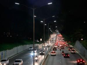 Avenida 23 de Maio foi o primeiro ponto na cidade a ter iluminação de LED (Foto: Taiane Ferreira/Secretaria de Serviços)