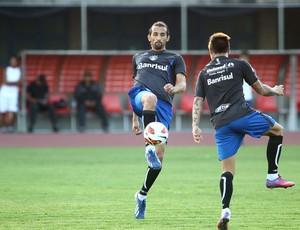 Barcos e Vargas treinam para encarar o Caracas  (Foto: Lucas Uebel / Grêmio, DVG)