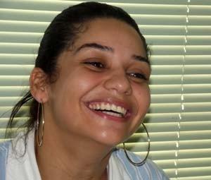 Cícera Bruna não esconde sua alegria (Foto: Rafael Barbosa/G1)