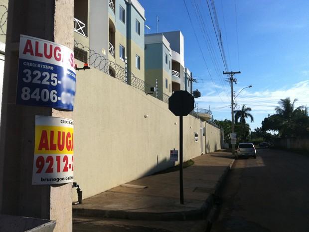 Placas de aluga-se estão espalhadas pela capital (Foto: Palloma Pires/G1)