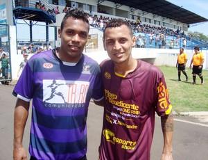 Alex Sandro e Alan Patrick antes de amistoso beneficente em Catanduva (Foto: Marcos Lavezo/Globoesporte.com)