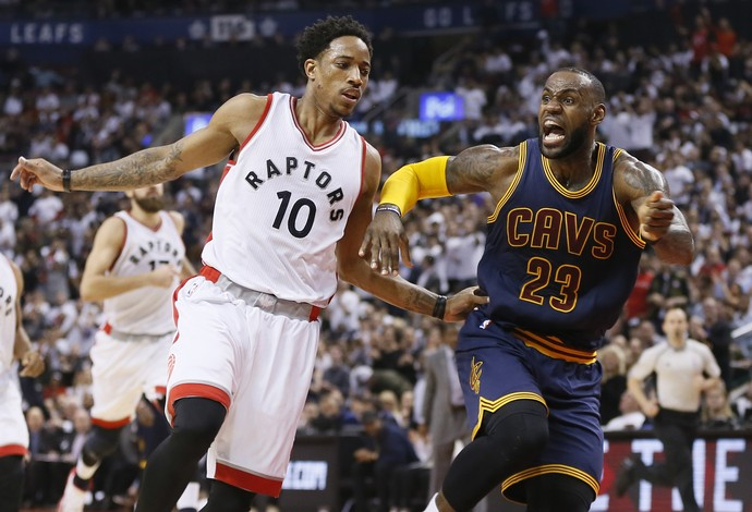 DeMar DeRozen vs. LeBron James - Toronto Raptors vs. Cleveland Cavaliers (Foto: Reuters)