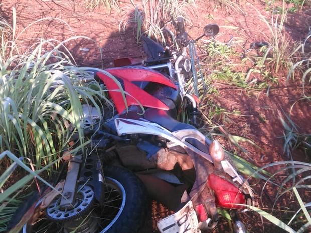 Jovem morreu depois que a moto que ele conduzia saiu da pista (Foto: Divulgação/PM-TO)