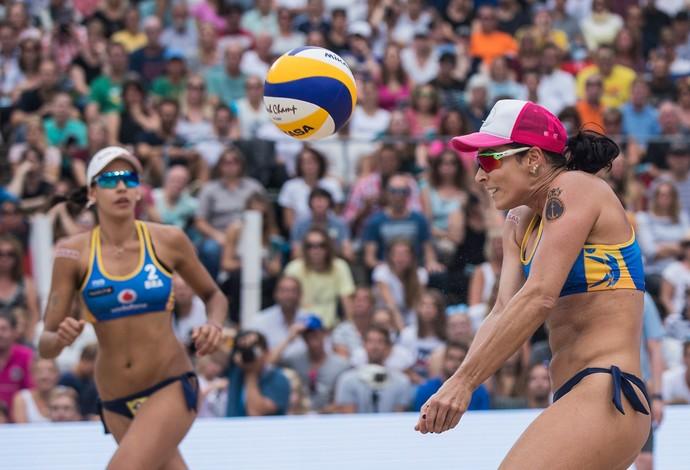 Ágatha e Duda são prata em Hamburgo, etapa do Mundial de vôlei de praia (Foto: Samo Vidic / Getty Images)