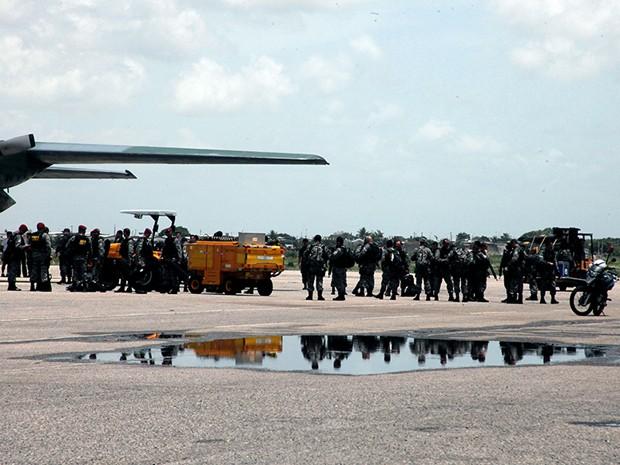 Reforço da Força Nacional chegou na Base Aérea de Natal (Foto: Invanízio Ramos/Assecom)