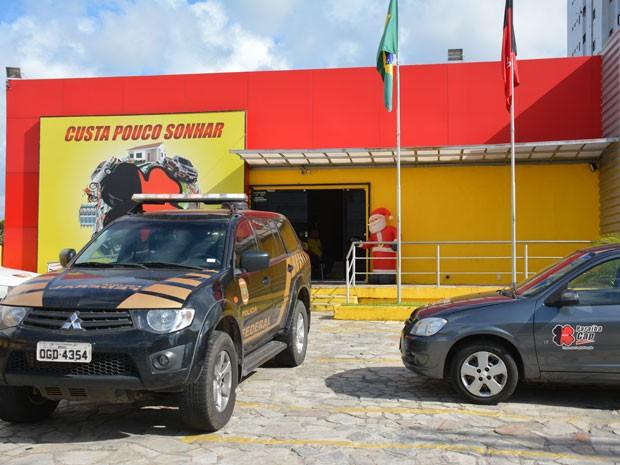 Polícia Federal esteve na sede do Paraíba Cap, na Avenida Epitácio Pessoa, na capital paraibana (Foto: Walter Paparazzo/G1)