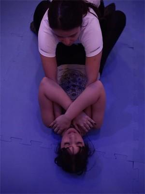Curso de auto-defesa em São Paulo ensina mulheres a se protegerem contra assédio (Foto: Caio Kenji/G1)