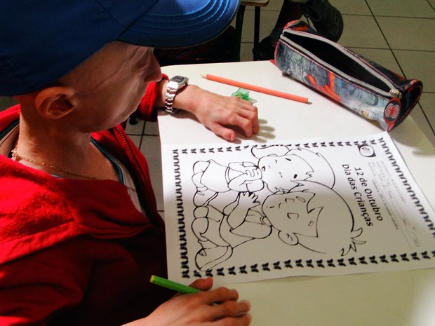 Nathan frequenta uma escola particular de ensino fundamental e assiste às aulas em sala comum (Foto: Ricardo Araújo/G1)