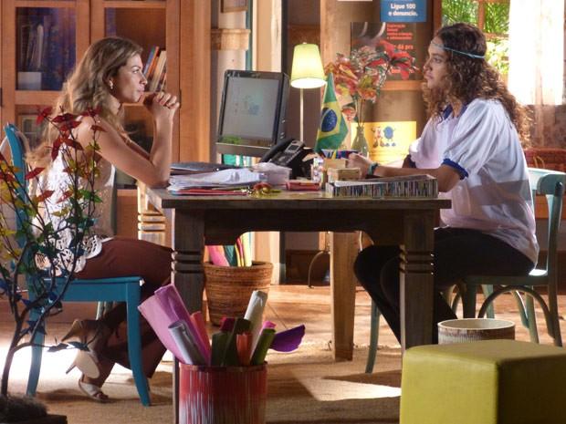 Ester sente falta de Cassiano (Foto: Flor do Caribe/ TV Globo)