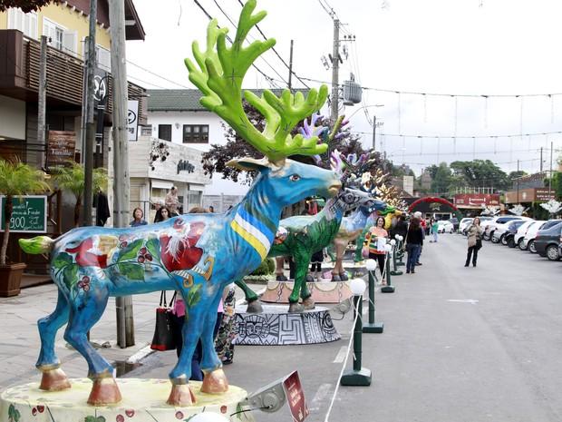 Renas decoradas são expostas em rua de Gramado (RS) (Foto: Cleiton Thiele/Divulgação)