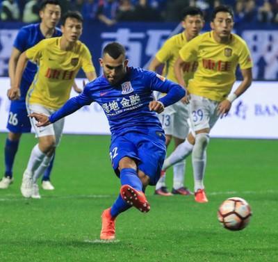 Tevez gol Shanghai Shenhua (Foto: Reprodução / Sina.com)