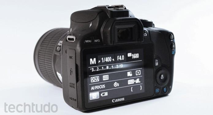 A Canon EOS Rebel SL1 conta com monitor de 3 polegadas touch (Foto: Adriano Hamaguchi/TechTudo)