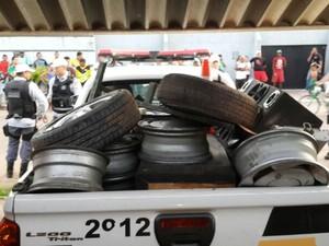 Policia apreendeu cerca de uma tonelado de peças de carro (Foto: Aline Ferreira/TV Amapá)