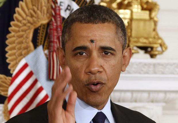 Mosca pousa na testa de Obama nesta quinta-feira (24) (Foto: Larry Downing/Reuters)