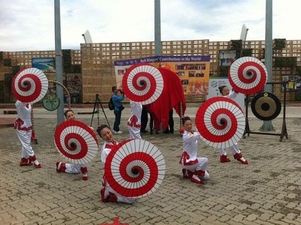 Grupo de dança de Taiwan se apresentou no Parque dos Atletas durante a Rio+20 (Foto: G1)