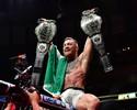 """Sem saber, Conor pegou cinturão de Woodley """"emprestado"""" no UFC 205"""