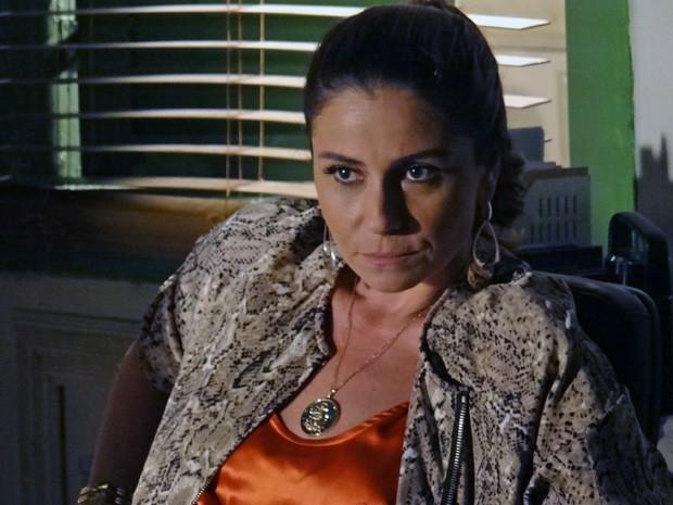 Helô fica intrigada com o envolvimento de Lívia (Foto: Salve Jorge/TV Globo)