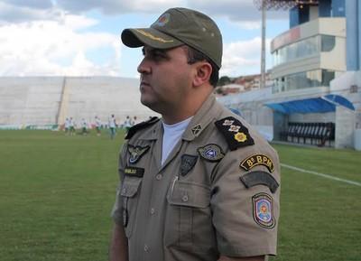 Major da Polícia Militar explica como será o esquema de segurança para o jogo entre Salgueiro e Flamengo pela Copa do Brasil (Foto: Emerson Rocha)