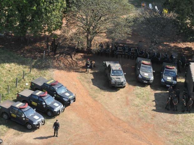 Entrada da fazenda Fronteira onde está a base da Força Nacional com apoio do Exército (Foto: Gabriela Pavão/ G1MS)