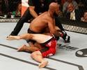 Johnson mantém reinado nos moscas e finaliza Cariaso no segundo round