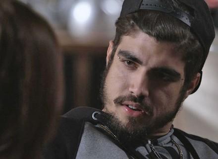 Grego convida Margot para morar com ele em Paraisópolis