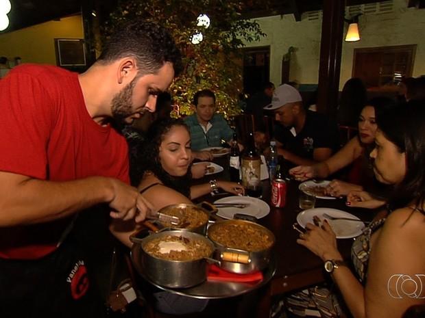Panelinha com ingredientes goianos faz sucesso em restaurante da capital Goiânia Goiás (Foto: Reprodução/TV Anhanguera)