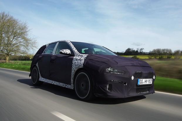 Hyundai testa i30 N nas rodovias do Reino Unido (Foto: Divulgação)