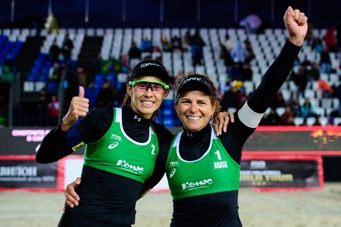 Larissa e Talita comemoram título da etapa de Moscou (Foto: Divulgação/FIVB)