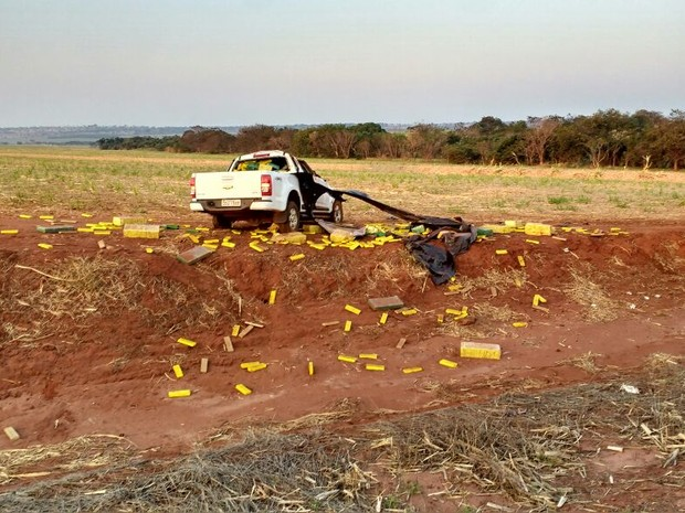 Apreensão droga em caminhonete - Iturama (MG) (Foto: Polícia Civil/Divulgação)
