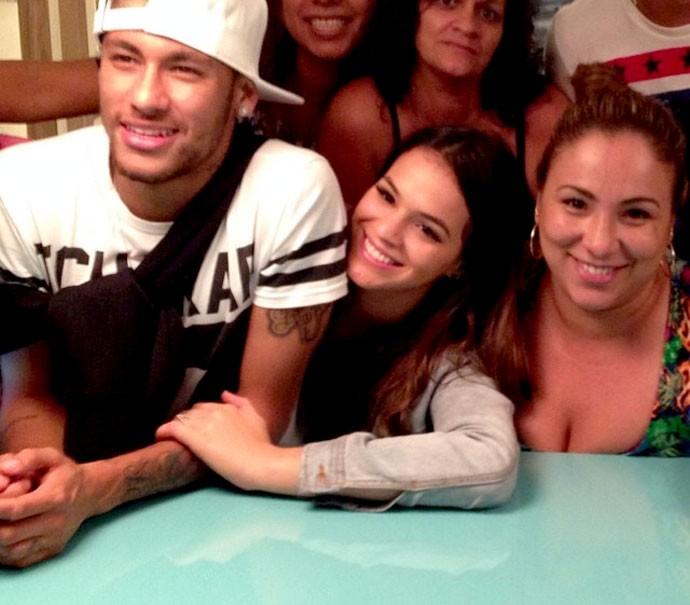 Neymar com namorada em hotel (Foto: Reprodução / Instagram)