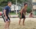 Parceiros no Peixe em 2010, Madson e Breitner jogam futevôlei em Santos