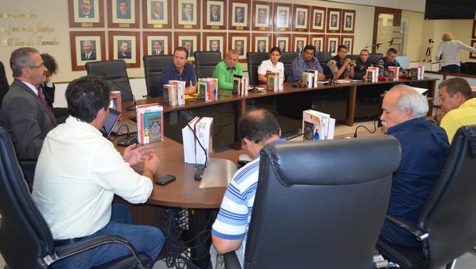 Reunião na FPF com clubes e ministério público (Foto: Larissa Keren/GloboEsporte.com/pb)