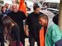Kim Kardashian chega aos EUA e é recebida por Kanye West