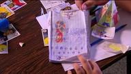 Menino usa a criatividade e faz álbum de figurinhas da Copa personalizado