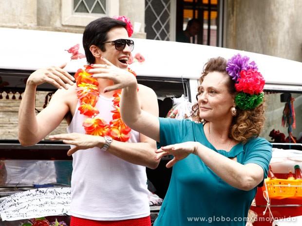 Márcia e Félix comemoram a volta da clientela (Foto: Inácio Moraes/TV Globo)