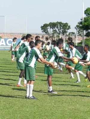 Verdinho treino juniores Uberlândia (Foto: Felipe Santos/GLOBOESPORTE.COM)
