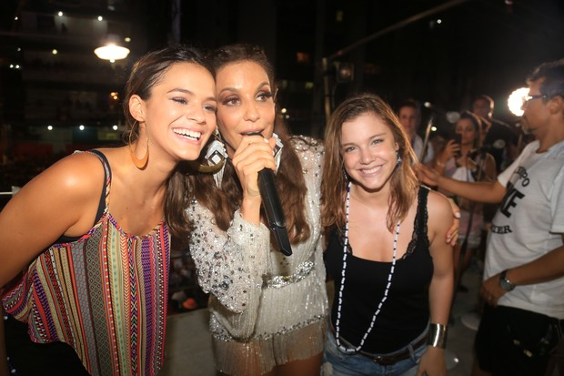 Bruna Marquezine sobre no trio da Ivete Sangalo (Foto: Divulgação / Fred Pontes)