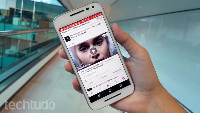 Veja como baixar vídeos do Facebook usando o Opera Mini no celular Android (Foto: Ana Marques/TechTudo)