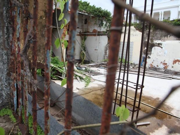 Interior da casa onde Aluísio Azevedo morou está destruído (Foto: De Jesus/O Estado)