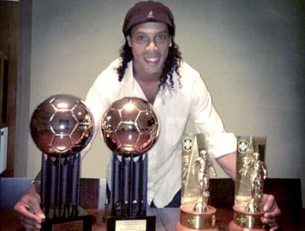 Ronaldinho Gaúcho prêmios Brasileirão 2012 (Foto: Reprodução / Twitter)
