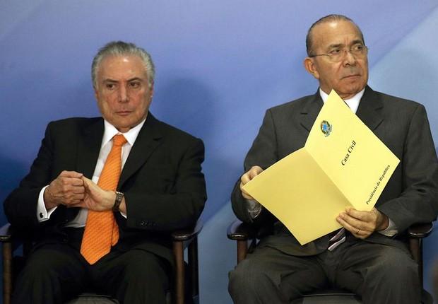 O presidente Michel Temer participa de cerimônia ao lado do ministro da Casa Civil, Elizeu Padilha (Foto: Fabio Rodrigues Pozzebom/Agência Brasil)