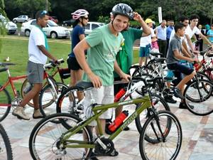 Vereador eleito Eduardo Romero vai à posse de bicicleta (Foto: Maressa Mendonça/ G1 MS)
