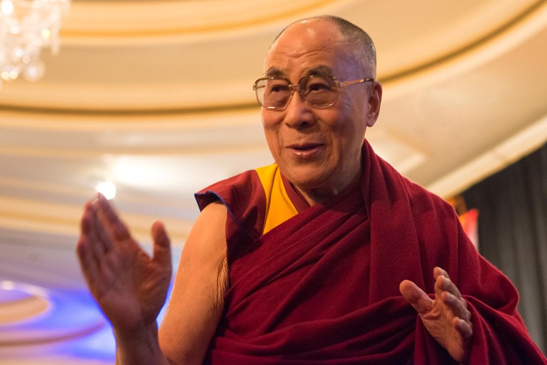 Tezin Gyatso é o 14º da linhagem dos Dalai Lamas (Foto: Wikimedia/Minette)