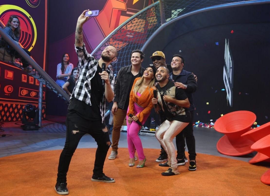 Anitta recebe Matheus e Kauan e Psirico no ltimo episdio de Anitta Entrou no Grupo (Foto: Fabiano Leone/Multishow)