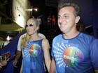 Luciano Huck e Angélica prestigiam Boni em carnaval do Rio