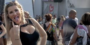 'Estilo Rock in Rio': cabelo colorido, óculos, piercing, batom...; FOTOS (Luciano Oliveira/G1)