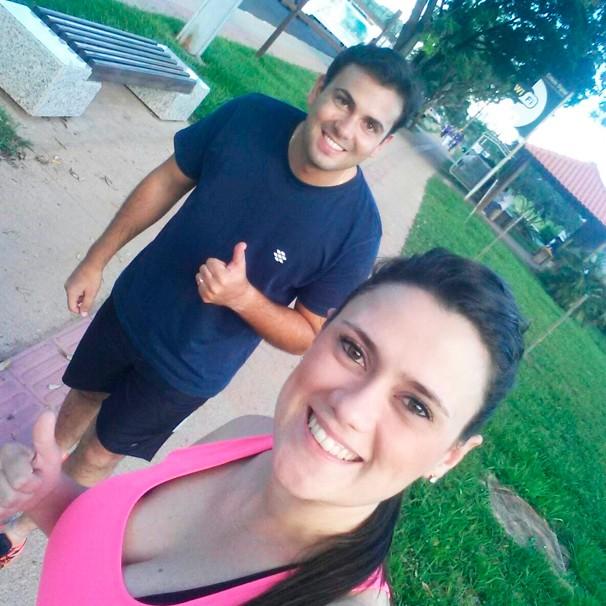 Bruna Bachega e David de Tarso praticam caminhada regularmente (Foto: Arquivo pessoal)